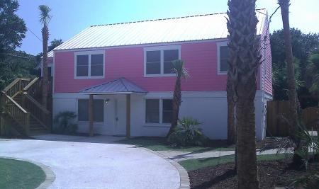 Affordable, comfy beach house, across the street from Beach