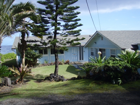 Exterior view of the Alohahouse, Big Island Hawaii
