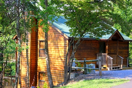 Smoky's Lodge of Pigeon Forge - Luxury Log Cabin